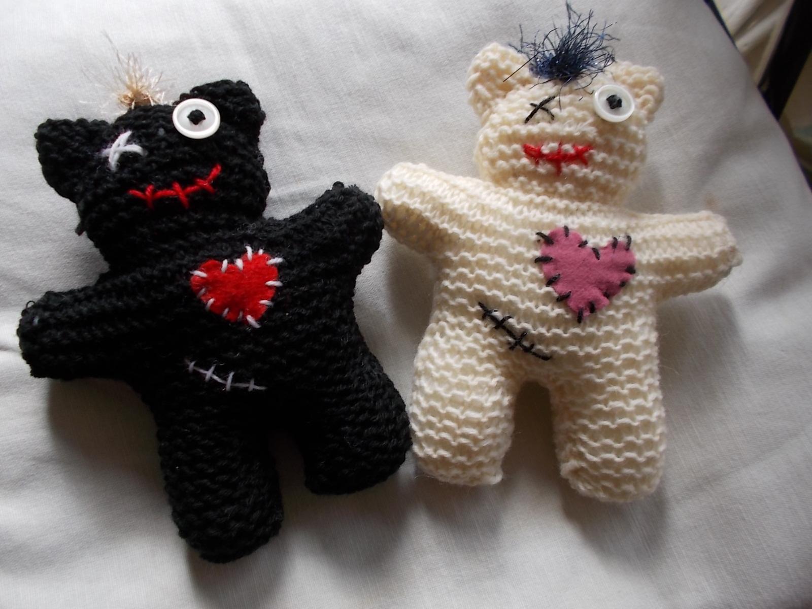 zwei_vodoo_teddys